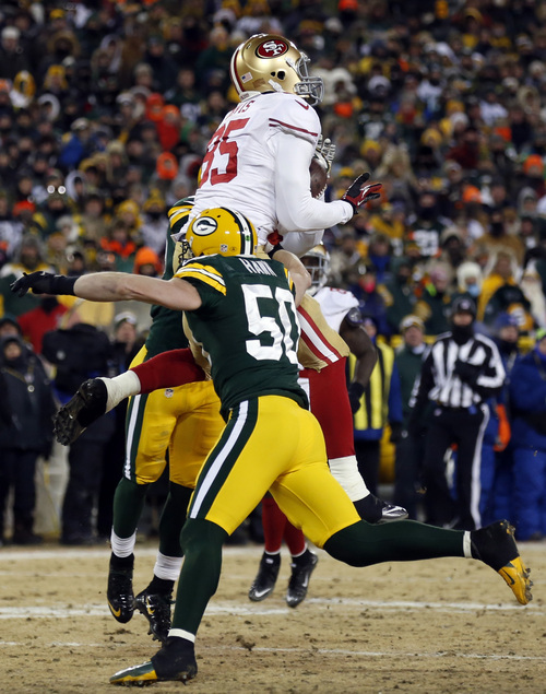 San Francisco 49ers tight end Vernon Davis (85) makes a touchdown reception against Green Bay Packers inside linebacker A.J. Hawk (50) during the second half of an NFL wild-card playoff football game, Sunday, Jan. 5, 2014, in Green Bay, Wis. (AP Photo/Jeffrey Phelps)