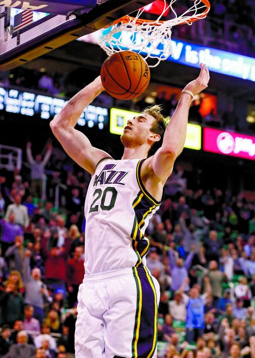 Utah Jazz guard Gordon Hayward (20) gets a dunk against the Oklahoma City Thunder during the second half of an NBA basketball game in Salt Lake City, Tuesday, Jan. 7, 2014. The Jazz won 112-101. (AP Photo/Jim Urquhart)
