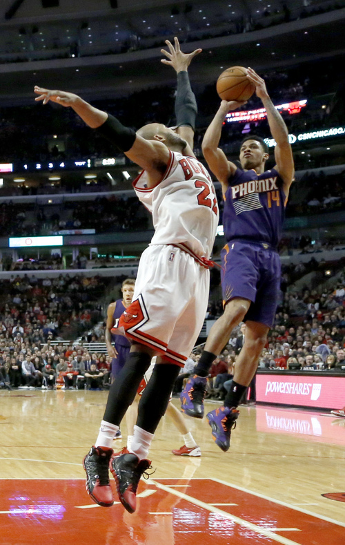 Phoenix Suns guard Gerald Green (14) shoots over Chicago Bulls forward Taj Gibson (22) during the second half of an NBA basketball game, Tuesday, Jan. 7, 2014, in Chicago. The Bulls won 92-87. (AP Photo/Charles Rex Arbogast)
