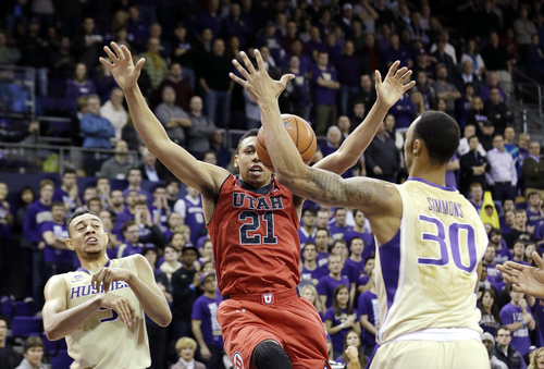 Utah's Jordan Loveridge (21) misses a loose ball between Washington's Desmond Simmons (30) and Nigel Williams-Goss in the first half of an NCAA men's basketball game Wednesday, Jan. 8, 2014, in Seattle. (AP Photo/Elaine Thompson)