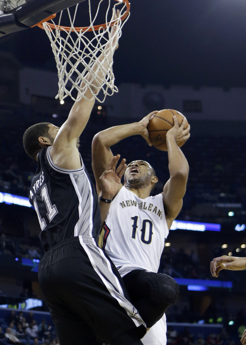 New Orleans Pelicans shooting guard Eric Gordon (10) shoots against San Antonio Spurs power forward Jeff Ayres (11) in the first half of an NBA basketball game in New Orleans, Monday, Jan. 13, 2014. (AP Photo/Gerald Herbert)