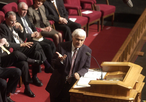 Michael Coles Dr. Ravi Zacharias, an evangelical Christian author, philosopher and apologist, speaks to an audience at the Temple Square Tabernacle in 2004. Zacharias is the first preacher from another denomination to speak at the Tabernacle in more than 100 years.