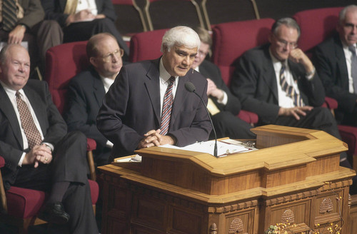 Courtesy of Michael Coles Dr. Ravi Zacharias, an evangelical Christian author, philosopher and apologist, speaks in 2004 at Temple Square Tabernacle. Zacharias is the first preacher from another denomination to speak at the Tabernacle in more than 100 years. He spoke again at the Tabernacle on Saturday night.