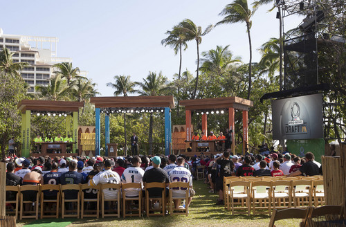 Fans wait for Pro Bowl draft Wednesday, Jan. 22, 2014, in Kapolei, HawaiI. This is the first year the Pro Bowl is holding a draft to form the teams that play in the Pro Bowl. (AP Photo/Eugene Tanner)
