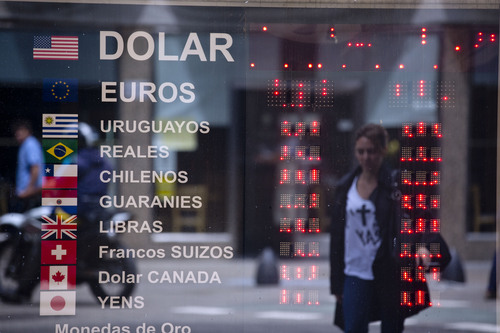 A sign shows no currency exchange numbers outside a money exchange house in Buenos Aires, Argentina, Friday, Jan. 24, 2014. An employee at the business said they were not operating until they received official rules from the government, which announced a relaxing of restrictions on the purchase of U.S. dollars following a sharp slide in the value of the local peso. (AP Photo/Natacha Pisarenko)