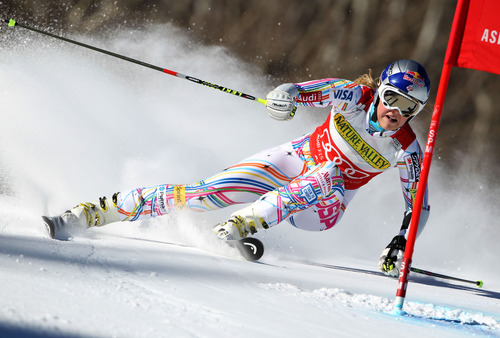 FILE - This Nov. 26, 2011 file photo shows United States' Lindsey Vonn skiing during her first run at the Woman's World Cup Giant Slalom Ski competition in Aspen, Colo.   (AP Photo/Alessandro Trovati)