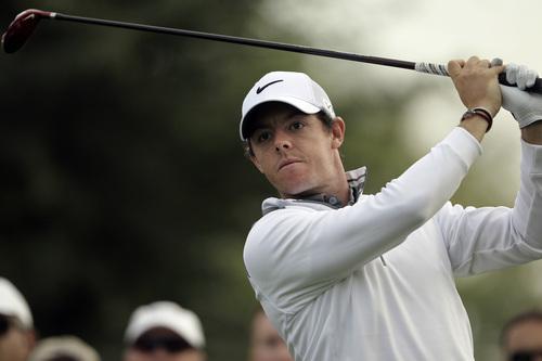 Rory McIlroy of Northern Ireland follows his ball on the 14t hole during the first round of the Dubai Desert Classic golf tournament in Dubai, United Arab Emirates, Thursday, Jan. 30, 2014. (AP Photo/Kamran Jebreili)