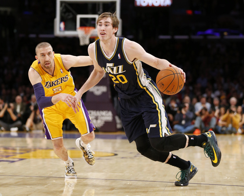 Utah Jazz's Gordon Hayward, right, drives past Los Angeles Lakers' Steve Blake, left, during the first half of an NBA basketball game in Los Angeles, Tuesday, Feb. 11, 2014. (AP Photo/Danny Moloshok)