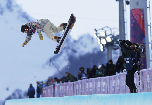 Shaun White of the United States competes during the men's snowboard halfpipe qualifying session at the Rosa Khutor Extreme Park, at the 2014 Winter Olympics, Tuesday, Feb. 11, 2014, in Krasnaya Polyana, Russia. . (AP Photo/Andy Wong)
