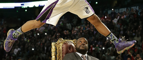 Ben McLemore of the Sacramento Kings dunks the ball as he flies over former NBA player Shaquille O'Neal during the skills competition at the NBA All Star basketball game, Saturday, Feb. 15, 2014, in New Orleans. (AP Photo/Gerald Herbert)