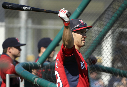 Boston Red Sox outfielder Grady Sizemore swing the bat while warming up during spring training baseball practice, Monday, Feb. 17, 2014, in Fort Myers, Fla. (AP Photo/Steven Senne)