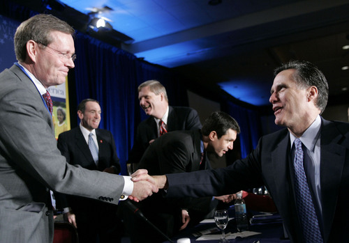 Massachusetts Gov. Mitt Romney, right, shakes hands with Secretary of Health and Human Services Mike Leavitt, left, during the National Governors Association Healthy America Forum and Winter Meeting Saturday, Feb. 25, 2006 in Washington. U.S. governors are gathering in Washington this weekend to discuss health care, global economic competitiveness, international education, Medicaid reform, and emerging energy technologies. Pictured at rear are, left to right: Arkansas Gov. Mike Huckabee, Iowa Gov. Tom Vilsack, and Dr. David L. Katz, professor, Yale Univerity. (AP Photo/Charles Dharapak)