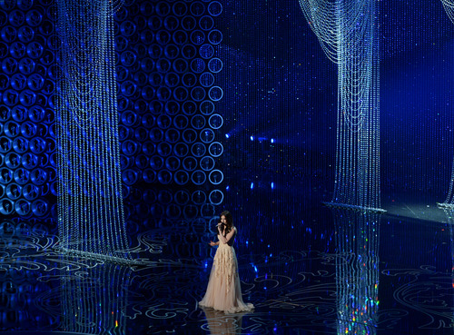 Idina Menzel performs during the Oscars at the Dolby Theatre on Sunday, March 2, 2014, in Los Angeles.  (Photo by John Shearer/Invision/AP)