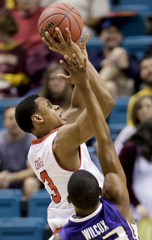 Utah's Princeton Onwas shoots against Washington's C.J. Wilcox in the first half of an NCAA Pac 12 conference tournament college basketball game, Wednesday, March 12, 2014, in Las Vegas. (AP Photo/Julie Jacobson)