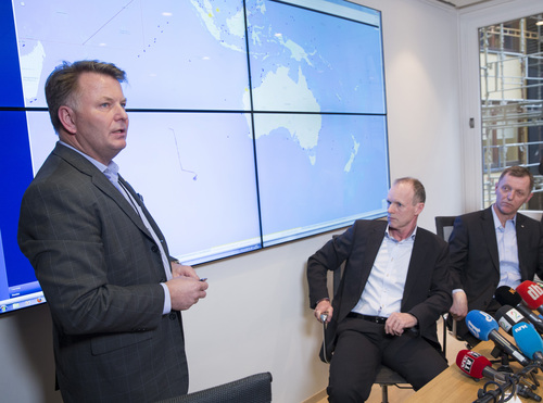 """Sebjoern Dahl, Hoegh Autoliners, left,  Sturla Henriksen, managing director of the  Norwegian Shipowners Association, centre,  and Ingar Skiaker, CEO of Hoegh Autoliners brief the press  in Oslo Thursday March 20, 2014  on the movements of the ship """"Hoegh St. Petersburg"""". The ship is engaged in searching for possible debris from missing Malaysian Air flight MH370 plane in the Indian Ocean, south-west of Australia. (AP Photo/Terje Bendiksby/NTB scanpix) NORWAY OUT"""