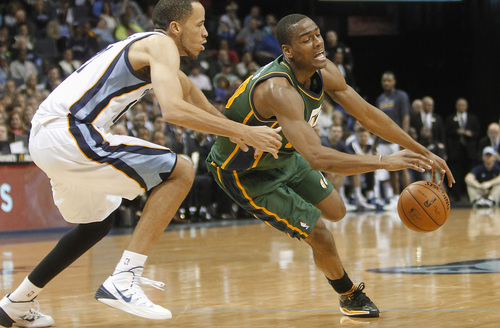 Utah Jazz guard Alec Burks, right, loses control of the ball against Memphis Grizzlies forward Tayshaun Prince, left, in the second half of an NBA basketball game on Wednesday, March 19, 2014, in Memphis, Tenn. The Grizzlies won 96-86. (AP Photo/Lance Murphey)