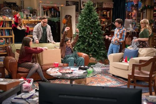 """Kaley Cuoco, Mayim Bialik, Johnny Galecki, Kunal Nayyar, Simon Helberg and Melissa Rauch star in """"The Big Bang Theory."""" Courtesy photo"""
