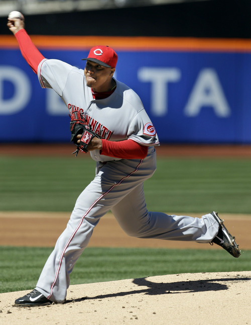Cincinnati Reds starting pitcher Alfredo Simon throws during the first inning of a baseball game against the New York Mets at Citi Field, Sunday, April 6, 2014, in New York. (AP Photo/Seth Wenig)