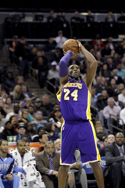 Los Angeles Lakers' Kobe Bryant (24) gets free from the Charlotte bobcats' defense for an open jumper during the second half of an NBA basketball game in Charlotte, N.C., Saturday, Dec. 14, 2013. The Lakers won 88-85. (AP Photo/Bob Leverone)