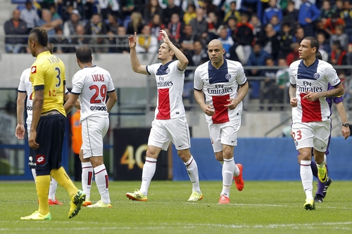 Paris Saint Germain's Edinson Roberto Cavani, center, celebrates after he scored a goal against Sochaux during their French League One soccer match in Sochaux, eastern France, Sunday, April 27, 2014. (AP Photo/Laurent Cipriani)