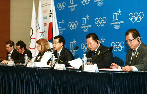 Kim Jin-sun, head of the Pyeongchang Organizing Committee for the 2018 Winter Olympic Games, third from right, speaks during a press conference as Gunilla Lindberg, third from left, chair of the IOC Evaluation Commission, listens in Pyeongchang, South Korea, Thursday, May 1, 2014.  The IOC is convinced that preparations for the 2018 Winter Games in Pyeongchang are on track, in contrast with concerns over the chronic construction delays for the 2016 Olympics in Rio de Janeiro. (AP Photo/Yonhap)  KOREA OUT