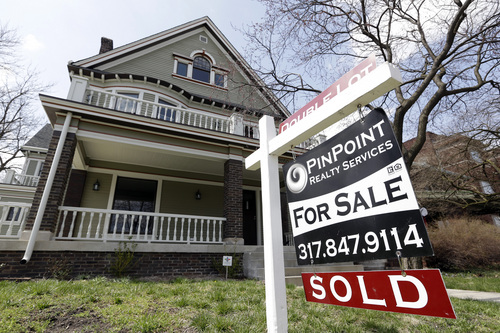 """FILE - In this Tuesday, April 9, 2013 file photo, a """"Sold"""" sign is posted outside a home in Indianapolis. Mortgage giant Freddie Mac reports quarterly results for the January-March 2014 quarter on Thursday, May 8, 2014. (AP Photo/Michael Conroy, File)"""