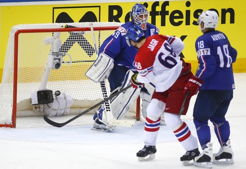 Czech Republic's Jaromir Jagr scores past France's Florian Hardy during the Group A preliminary round match at the Ice Hockey World Championship in Minsk, Belarus, Tuesday, May 20, 2014. (AP Photo/Sergei Grits)