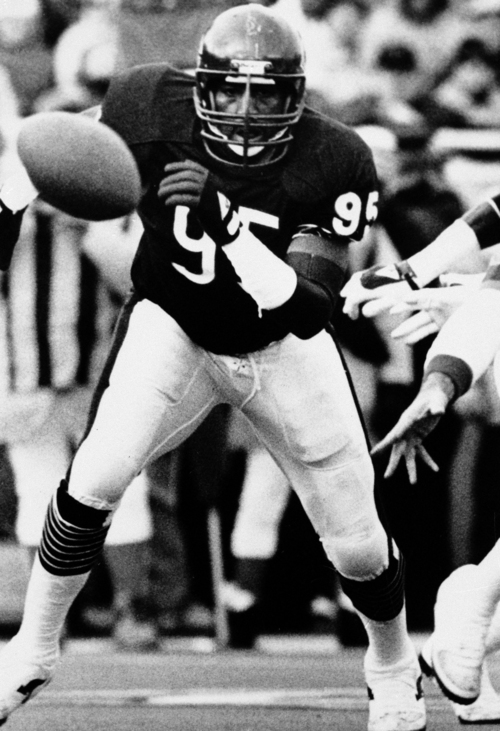 FILE - This Jan. 16, 1986 file photo shows Chicago Bears defensive end Richard Dent chases a loose ball during the NFL playoffs in Chicago. A group of retired NFL players says in a lawsuit filed Tuesday that the league, thirsty for profits, illegally supplied them with risky narcotics and other painkillers that numbed their injuries for games and led to medical complications down the road. The complaint names eight players, including three members of the Super Bowl champion 1985 Chicago Bears: Dent, offensive lineman Keith Van Horne, and quarterback Jim McMahon. Lawyers seek class-action status, and they say in the filing that more than 400 other former players have signed on to the lawsuit. (AP Photo, File)
