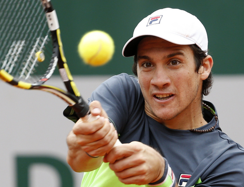 Argentina's Facundo Bagnis returns the ball to Latvia's Ernests Gulbis during their second round match of  the French Open tennis tournament at the Roland Garros stadium, in Paris, France, Wednesday, May 28, 2014. (AP Photo/Darko Vojinovic)
