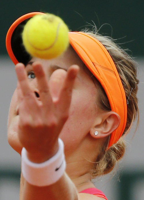 Canada's Eugenie Bouchard serves the ball to Spain's Carla Suarez Navarro during their quarterfinal match of  the French Open tennis tournament at the Roland Garros stadium, in Paris, France, Tuesday, June 3, 2014. (AP Photo/David Vincent)