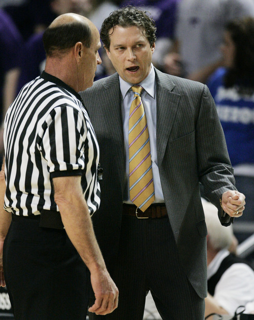 Missouri coach Quin Snyder, right, talks with referee Bobby Vetkoetter during the first half of a college basketball game against Kansas State at Bramlage Coliseum in Manhattan, Kan., Saturday, Jan. 21, 2006. (AP Photo/Orlin Wagner)