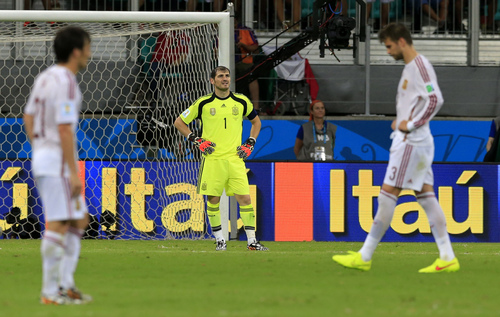 Spain's goalkeeper Iker Casillas, centre, reacts after the 5th Dutch goal during the group B World Cup soccer match between Spain and the Netherlands at the Arena Ponte Nova in Salvador, Brazil, Friday, June 13, 2014. AP Photo/Bernat Armangue)