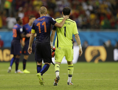 Netherlands' Arjen Robben walks with Spain's goalkeeper Iker Casillas after Netherlands' 5-1 victory over Spain during the group B World Cup soccer match between Spain and the Netherlands at the Arena Ponte Nova in Salvador, Brazil, Friday, June 13, 2014.  (AP Photo/Natacha Pisarenko)