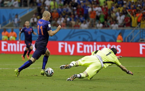 Netherlands' Arjen Robben goes around Spain's goalkeeper Iker Casillas to score his side's fifth goal during the second half of the group B World Cup soccer match between Spain and the Netherlands at the Arena Ponte Nova in Salvador, Brazil, Friday, June 13, 2014.  (AP Photo/Natacha Pisarenko)