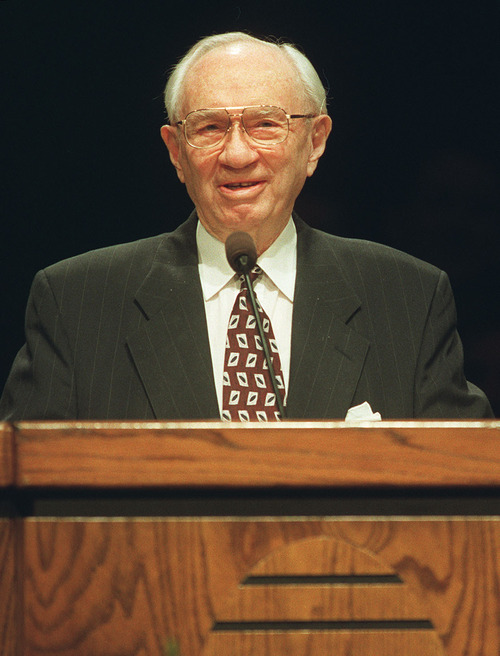 LDS Church President Gordon B.  Hinckley gives his annual speech to faculty and students of BYU on Tuesday, Nov. 10, 1998, at the Marriott Center. Researchers have studied Hinckley's BYU sermons to see the effects of aging on speech patterns. Photo by Leah Hogsten