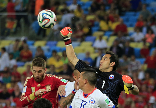 Chile's goalkeeper Claudio Bravo punches the ball clear during the group B World Cup soccer match between Spain and Chile at the Maracana Stadium in Rio de Janeiro, Brazil, Wednesday, June 18, 2014.  (AP Photo/Bernat Armangue)