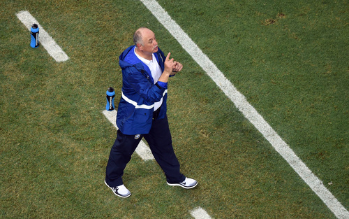 Brazil's coach Luiz Felipe Scolari directs his players during the group A World Cup soccer match between Brazil and Mexico at the Arena Castelao in Fortaleza, Brazil, Tuesday, June 17, 2014.  (AP Photo/Francois Xavier Marit, pool)