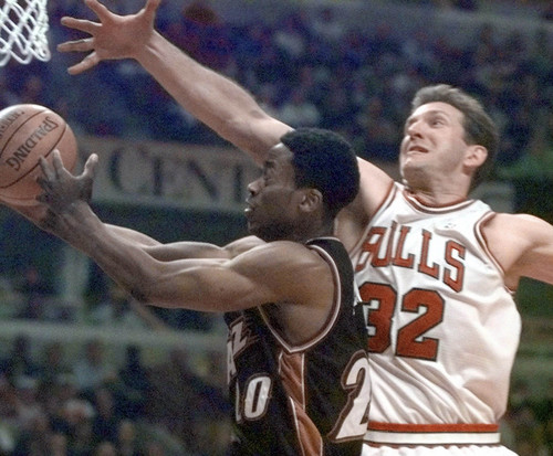 Chicago Bulls' Will Perdue (32) moves to block a shot by Utah Jazz' Quincy Lewis (20) in the second quarter Monday, March 13, 2000 in Chicago.  (AP Photo/Fred Jewell)