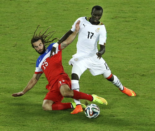 United States' Kyle Beckerman, left, and Ghana's Mohammed Rabiu challenge for the ball during the group G World Cup soccer match between Ghana and the United States at the Arena das Dunas in Natal, Brazil, Monday, June 16, 2014. (AP Photo/Hassan Ammar)