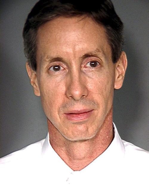 """JEF02 - LAS VEGAS (EE.UU.), 5/8/2011.- FotografÌa cedida por la PolicÌa Metropolitana de Las Vegas, que fue por primera vez suministrada el 31 de agosto de 2006, que muestra al polÌgamo Warren Jeffs, un lÌder de una secta mormona, acusado el 4 de agosto de 2011 de agresiÛn sexual contra dos niÒas, de 12 y 14 aÒos de edad, a quienes tomÛ como esposas en """"matrimonios espirituales"""". Jeffs de 55 aÒos enfrenta una sentencia m·xima de 119 aÒos en prisiÛn tras el veredicto de un jurado de Texas, que lo encontrÛ culpable de los cargos. EFE/LAS VEGAS METROPOLITAN POLICE DEPARTMENT/ EDITORIAL USE ONLY"""