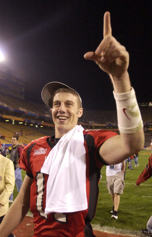 Alex Smith points to fans as he leaves the field. Utah vs. Pittsburgh, Fiesta Bowl, Tempe. Photo by Trent Nelson; 1.01.2005