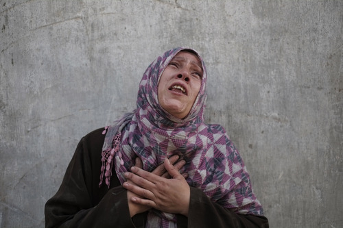Palestinian Manal Keferna, 30, cries upon her return during a 12-hour cease-fire to the family house, destroyed by Israeli strikes in Beit Hanoun, northern Gaza Strip, Saturday, July 26, 2014. Thousands of Gaza residents who had fled Israel-Hamas fighting streamed back to devastated border areas during a lull Saturday to find large-scale destruction: scores of homes were pulverized, wreckage blocked roads and power cables dangled in the streets. (AP Photo/Lefteris Pitarakis)