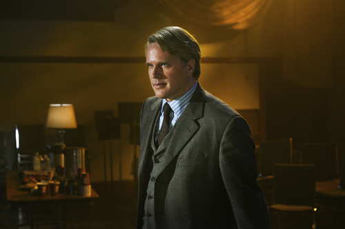 "Brooke Palmer  |  Lionsgate Cary Elwes, who played Dr. Gordon in the first ""Saw"" movie, returns for the seventh installment, ""Saw 3D."""