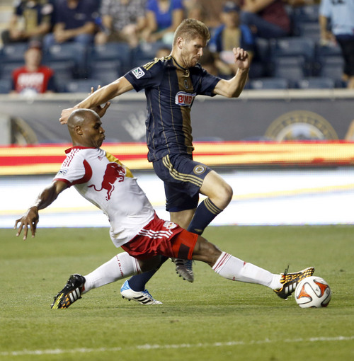 Union's Aaron Wheeler goes after the soccer ball against the New York Red Bulls' Jamison Olave during the second half of a soccer game, Wednesday, July 16, 2014 in Chester, Pa. (AP Photo/Philadelphia Daily News, Yong Kim)  THE EVENING BULLETIN OUT, TV OUT; MAGS OUT; NO SALES
