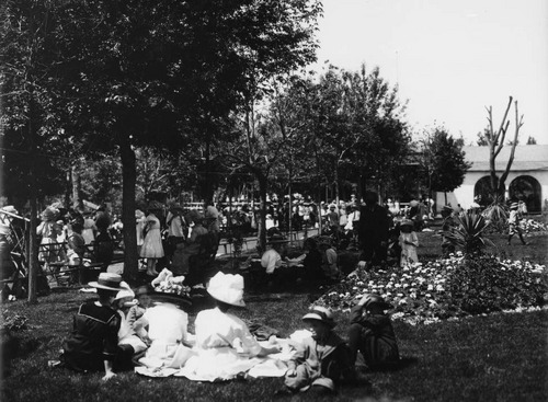photo courtesy Utah State Historical Society  A crowd attends Wandamere Field Day on May 31, 1912.