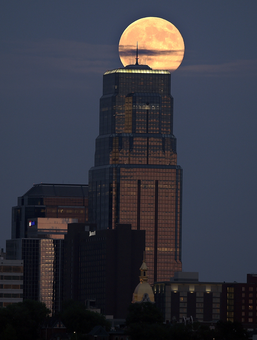 The moon rises above Kansas City, Mo., on Sunday evening, Aug. 10, 2014, during its closest point to the earth, called perigee, as seen from Kansas City, Kan. It is often referred to as a supermoon, and is the second of three supermoons in 2014.  (AP Photo/The Kansas City Star, John Sleezer)
