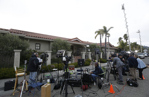Reporters gather outside the home of actor Robin Williams in Tiburon, Calif., Tuesday, Aug. 12, 2014. Williams died Monday in an apparent suicide at his San Francisco Bay Area home, according to the sheriff's office in Marin County, north of San Francisco. (AP Photo/Jeff Chiu)