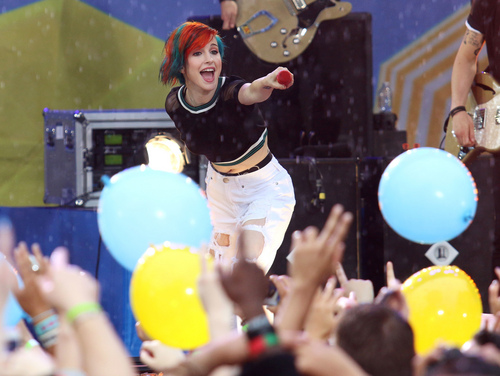 """Hayley Williams of Paramore performs on ABC's """"Good Morning America"""" in Central Park on Friday, June 13, 2014, in New York. (Photo by Greg Allen/Invision/AP)"""