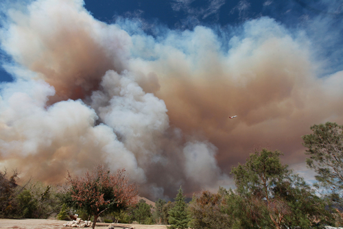 Smoke rises from a fire in Wofford Heights, Calif, Monday, Aug. 18, 2014. The fire in Wofford Heights near Lake Isabella has grown to about slightly more than 1 square mile, or 800 acres, the U.S. Forest Service said.  (AP Photo/The Bakersfield Californian, Casey Christie)  MANDATORY CREDIT; MAGS OUT; NO SALES; ONLINE OUT; TV OUT