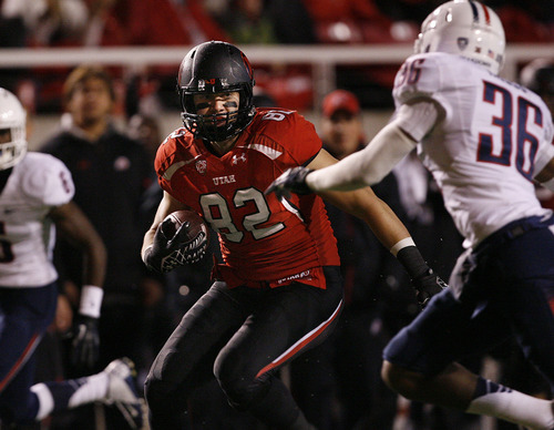 Scott Sommerdorf  |  The Salt Lake Tribune               Utah Utes tight end Jake Murphy (82) runs 34 yards for this TD to bring Utah to within 17-14 near the end of the half. Arizona led Utah 17-14 at the half at Rice-Eccles Stadium, Saturday, November 17, 2012.